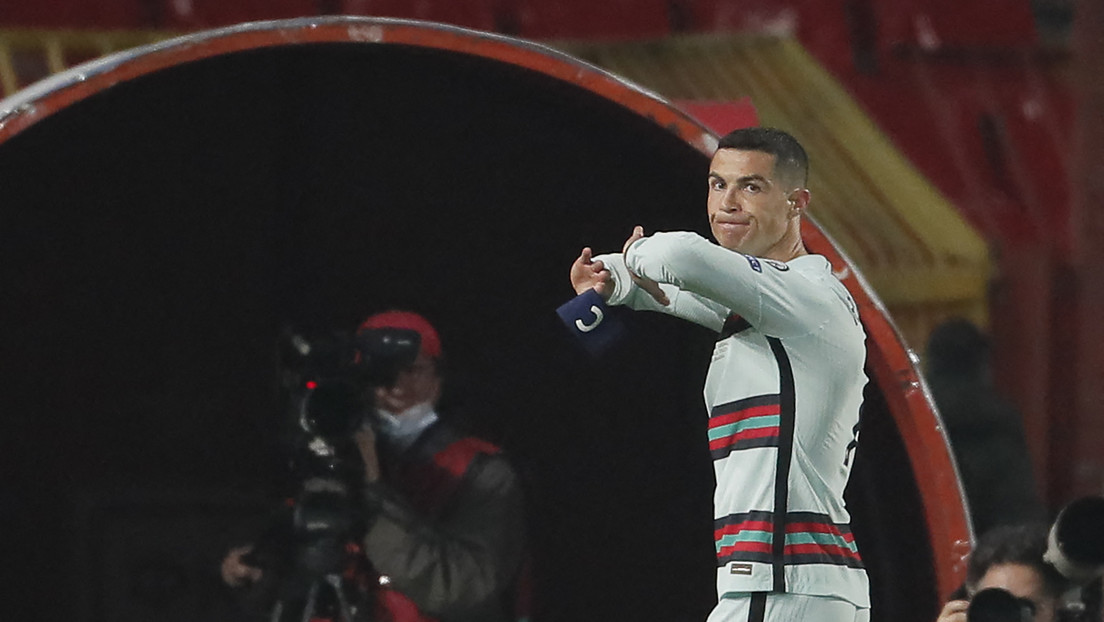 Cristiano Ronaldo se pronuncia luego de arrojar con rabia su brazalete de capitán de Portugal y salir del campo en el partido contra Serbia