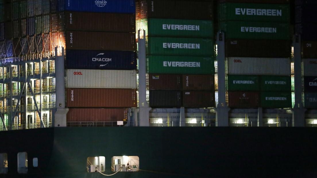 Desencallan el carguero MV Ever Given, varado en el Canal de Suez desde el martes