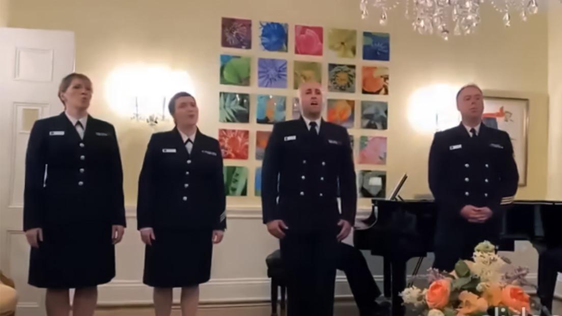 VIDEO: Miembros de la Marina de EE.UU. cantan una canción en hindi de una popular película de Bollywood