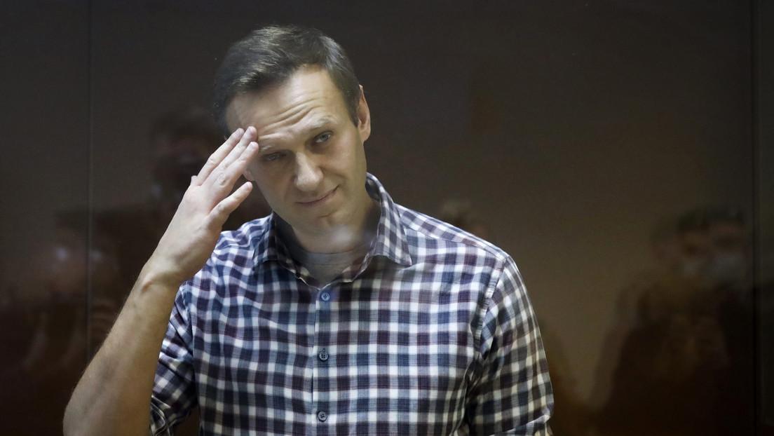 El encarcelado opositor ruso Navalny anuncia una huelga de hambre y exige un médico de su elección