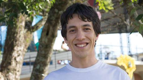 VIDEO: Un joven sacerdote atraca una tienda en Brasil con una pistola falsa