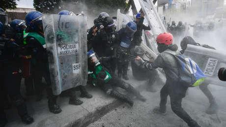 Hombres infiltrados agredieron a mujeres policías durante las manifestaciones feministas en Ciudad de México (VIDEO)