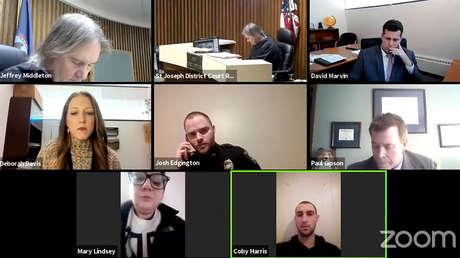 VIDEO: Descubren a un acusado por violencia doméstica en la casa de su víctima en plena audiencia judicial por Zoom