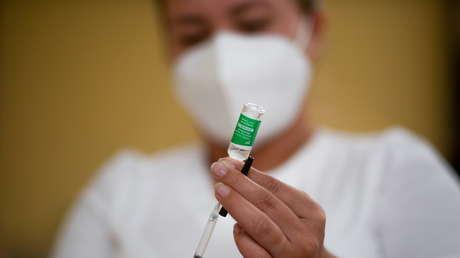 """Italia suspende el uso de un lote de la vacuna de AstraZeneca tras reportes de efectos secundarios """"graves"""""""