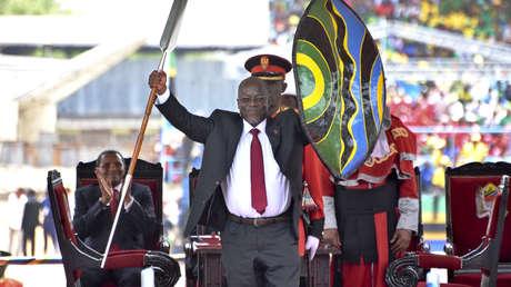 Presidente de Tanzania, que niega el covid-19, no aparece en público durante más de 2 semanas y la oposición dice que está en coma por el virus