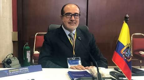 """Ministro de Salud de Ecuador, Rodolfo Farfán, dimite después de 18 días en el cargo y en medio del escándalo por la vacunación """"VIP"""""""