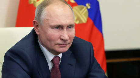 Putin anuncia que se vacunará contra el coronavirus este martes