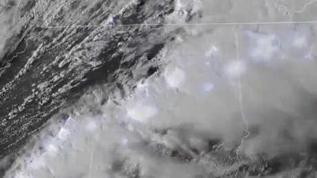 VIDEO: Satélites captaron el momento en que se formó la 'supercélula' de tornados que ha dejado 5 muertos en el sur de EE.UU.