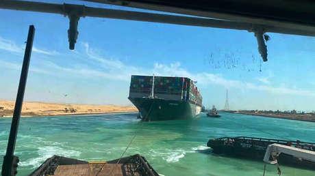 El canal de Suez se reabre al tráfico