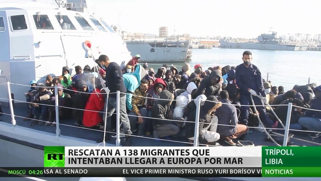 Rescatan a 138 migrantes que intentaban llegar a Europa por el mar