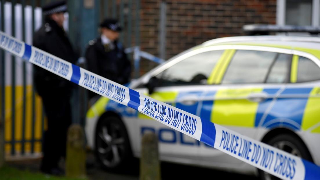 Condenan al primer policía británico por terrorismo, tras unirse a un grupo neonazi después de que la familia de su novia musulmana lo rechazara