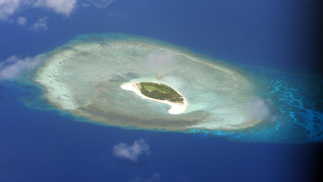 """Filipinas graba a barcos chinos y detecta estructuras """"ilegales"""" cerca de las disputadas islas Spratly (VIDEO)"""