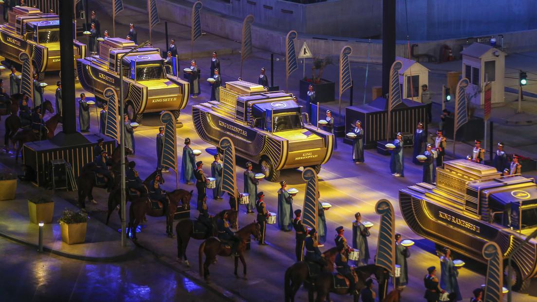 FOTOS, VIDEOS: Una deslumbrante procesión de 22 momias de faraones cruza El Cairo thumbnail