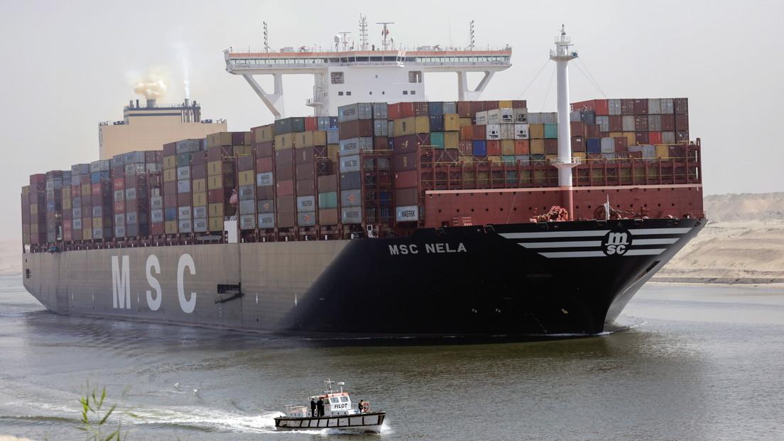 Un barco petrolero con problemas técnicos vuelve a ralentizar el tráfico por el canal de Suez