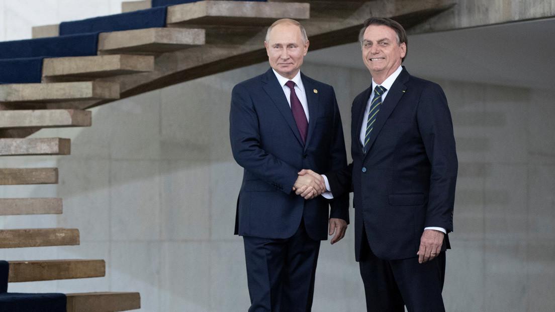 Bolsonaro llama a Putin para tratar la compra y producción de la vacuna Sputnik V en Brasil