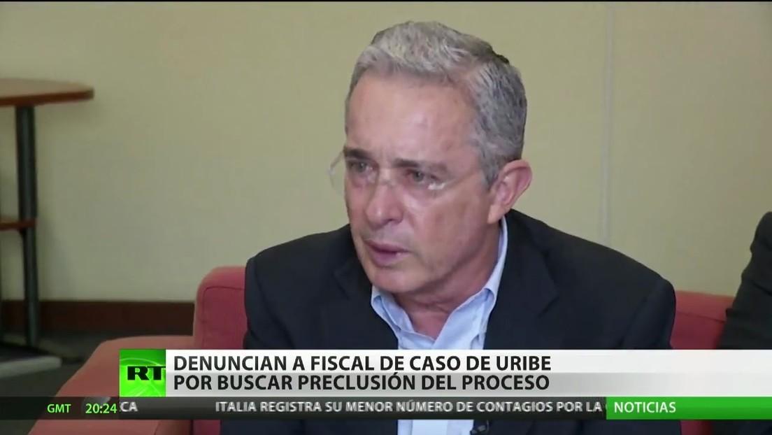 Denuncian al fiscal del caso de Álvaro Uribe por buscar la preclusión del proceso