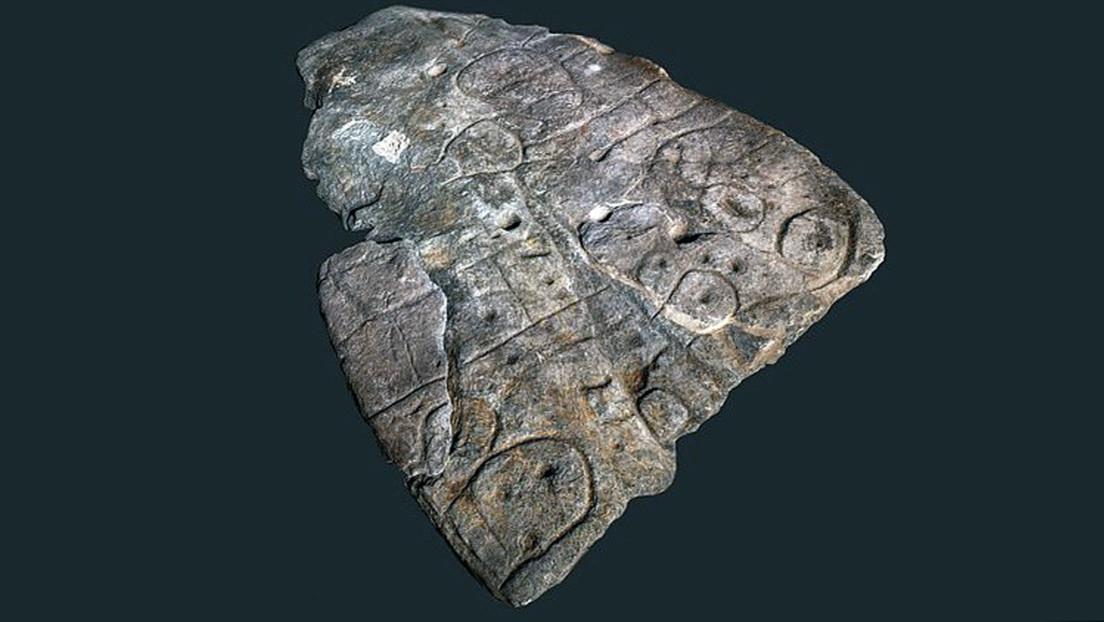 Descifran el mapa 3D más antiguo de Europa escondido en una losa sepulcral de la Edad de Bronce