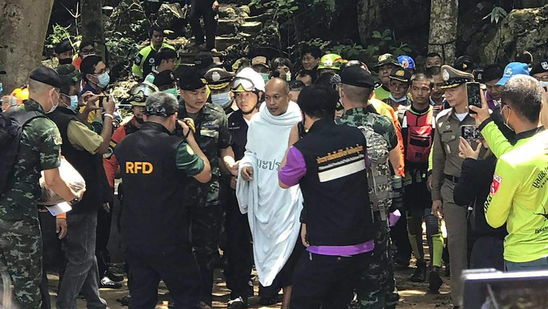 Un monje peregrino entra en una cueva para meditar y queda allí atrapado durante varios días por una inundación (VIDEO)