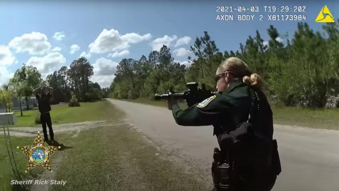 Un video muestra cómo la Policía de Florida salva a una mujer de un novio armado que amenazaba con matarla