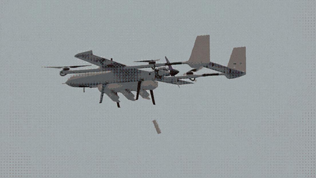 Portaaviones volador: China prueba en vuelo un dron nodriza que transporta un enjambre de pequeños drones