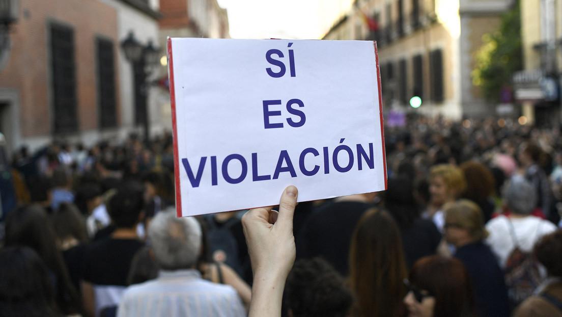 """El interrogatorio del fiscal a una víctima de una violación múltiple reabre el debate en España: """"Algo así no se debería producir nunca"""""""
