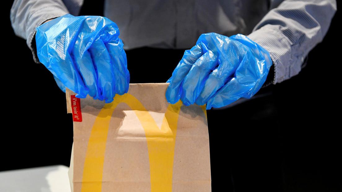 Un empleado de McDonald's publica videos burlándose de los clientes y arruina sus pedidos