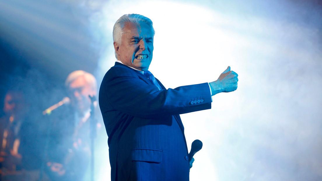 El desplome de Enrique Guzmán, uno de los cantantes más populares de México en la década de 1960, acusado de abusos hasta por su nieta