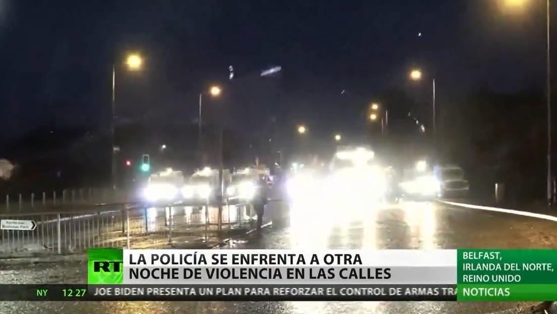 La Policía norirlandesa se enfrenta a otra noche de violencia en Belfast