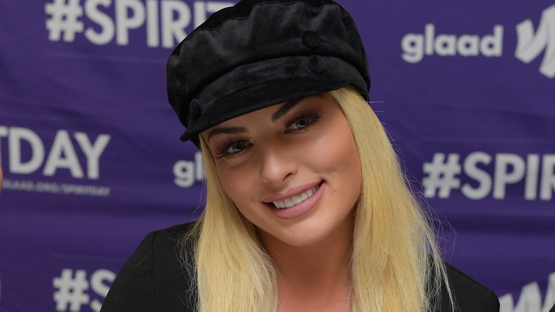 VIDEO: Luchadora de la WWE, Mandy Rose, sufre un momento incómodo en directo al protagonizar una inesperada caída y arden las redes