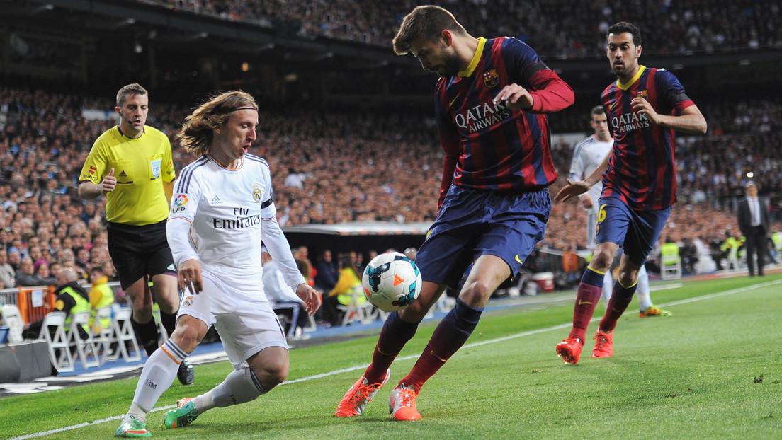 """""""¡Cuántos minutos quieres!"""": los agudos reproches de Modric a Piqué por quejarse con el árbitro al final del clásico español (VIDEO)"""