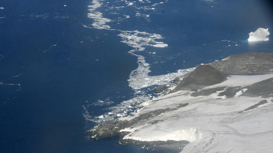"""Derretimiento de plataformas de hielo en la Antártida llevaría a que """"cantidades inimaginables"""" de agua se viertan en océanos, advierten científicos"""