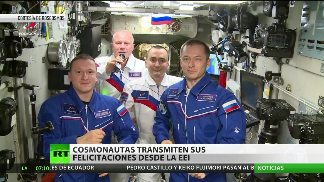 Cosmonautas rusos transmiten sus felicitaciones desde la Estación Espacial Internacional