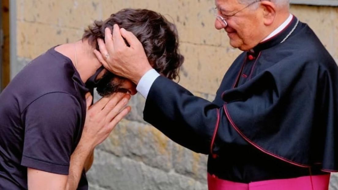 Un sacerdote italiano se enamora y anuncia su despedida de la Iglesia en plena misa dominical