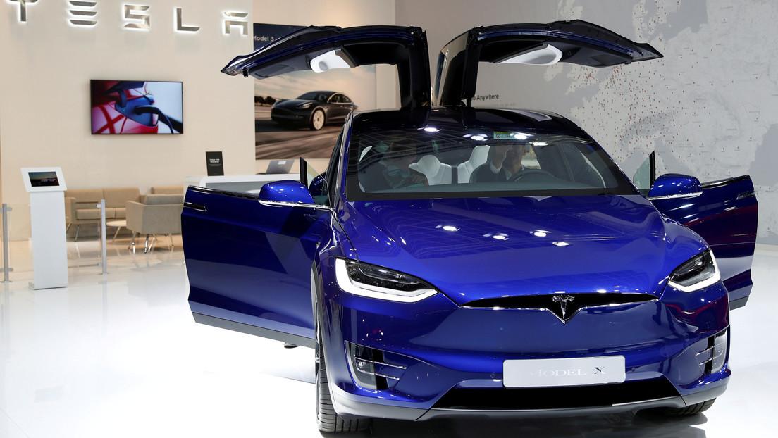 Descubren en los vehículos Tesla una función secreta que se activa con un obsceno comando de voz