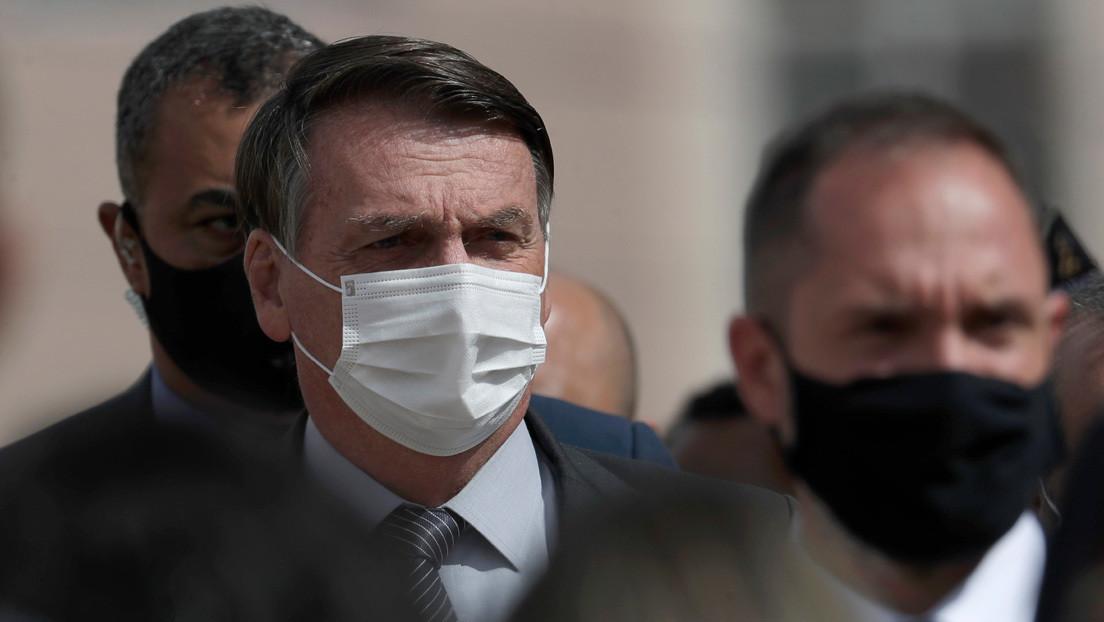 """Bolsonaro dice que Brasil es un """"barril de pólvora"""" por las medidas de los gobernadores para frenar el covid-19"""