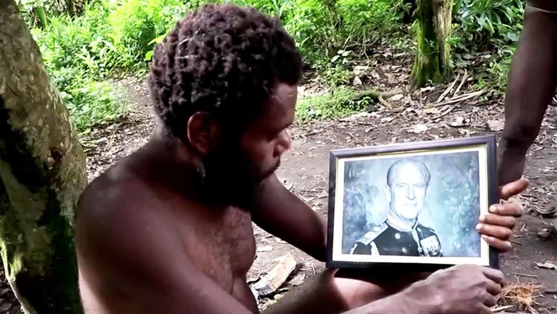 FOTOS: La tribu de una remota isla del Pacífico que venera al príncipe Felipe llora la muerte de su 'dios'