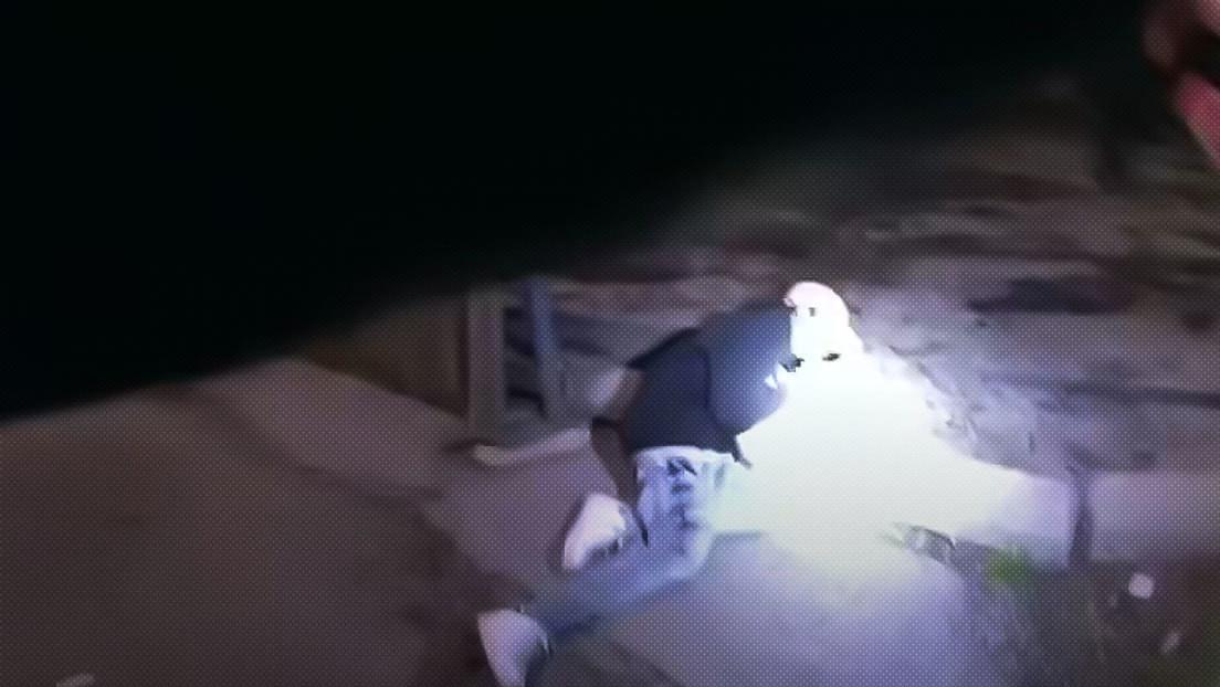 VIDEO: Un policía dispara y mata a un adolescente de 13 años tras perseguirlo por un callejón en Chicago