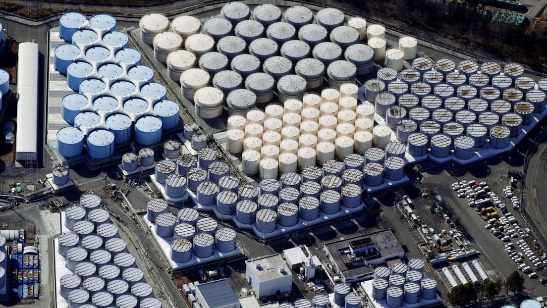 """Vice primer ministro de Japón insiste en que el agua de Fukushima es segura para beber después de que China lo retara a """"tomar un sorbo"""""""