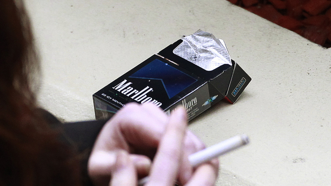 """Un primer país estudia prohibir la venta de cigarrillos a las personas nacidas después de 2004 para crear una nación """"libre de humo"""""""