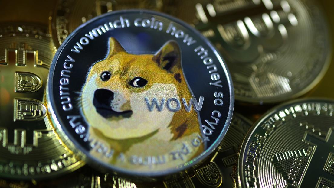 """""""Ladrando a la luna"""": el dogecoin se dispara un 600 % en una semana y hace saltar las alarmas sobre la formación de una burbuja"""