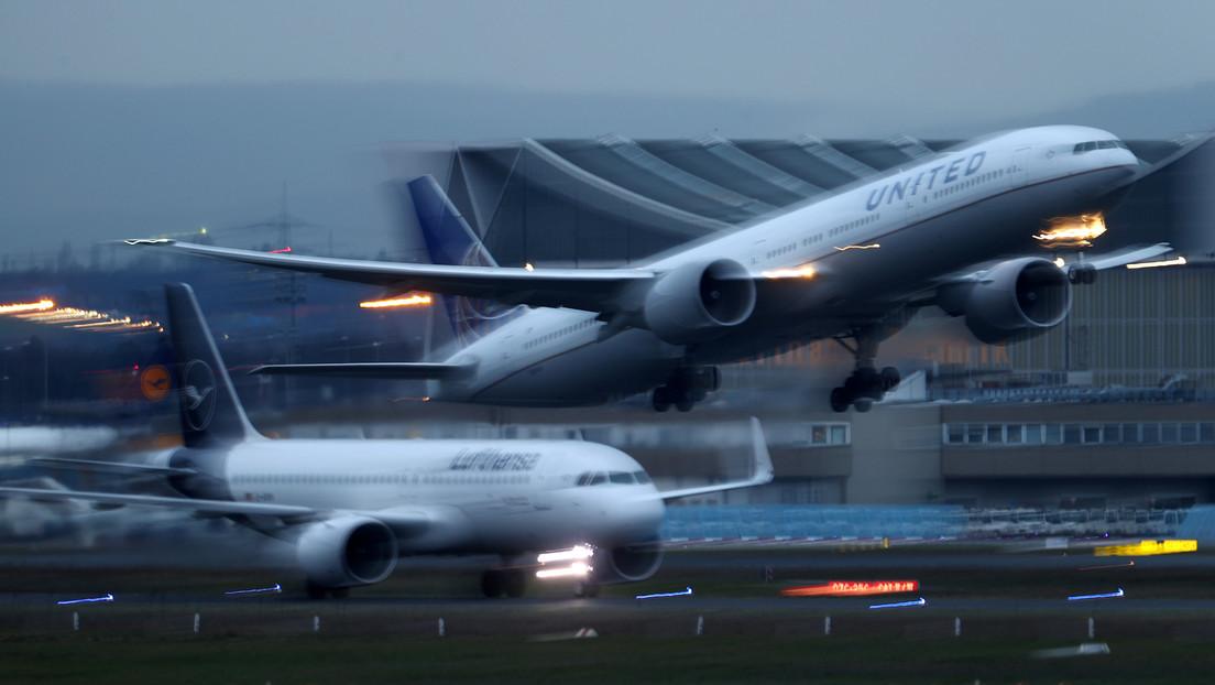 'Rápidos y furiosos' en el aire: dos aviones de pasajeros a punto de aterrizar protagonizan una 'carrera' (VIDEOS)