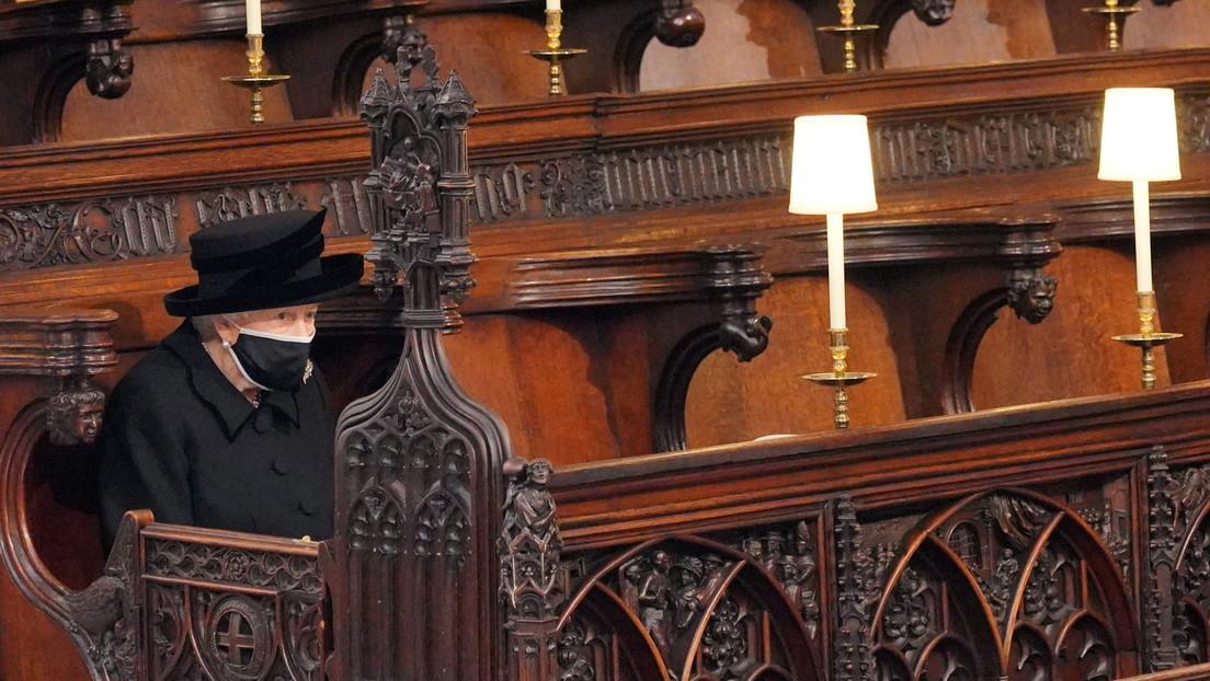 """""""Lilibet"""": Isabel II deja una emotiva nota escrita a mano en el ataúd del príncipe Felipe"""