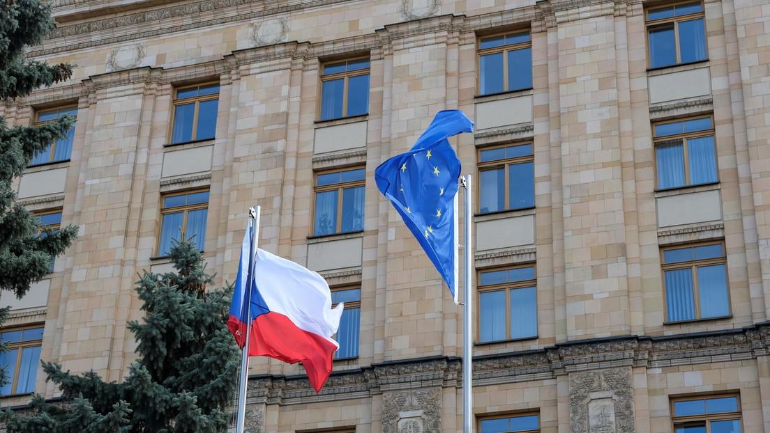 """Rusia ve una """"huella estadounidense"""" en la expulsión de sus diplomáticos de la República Checa"""