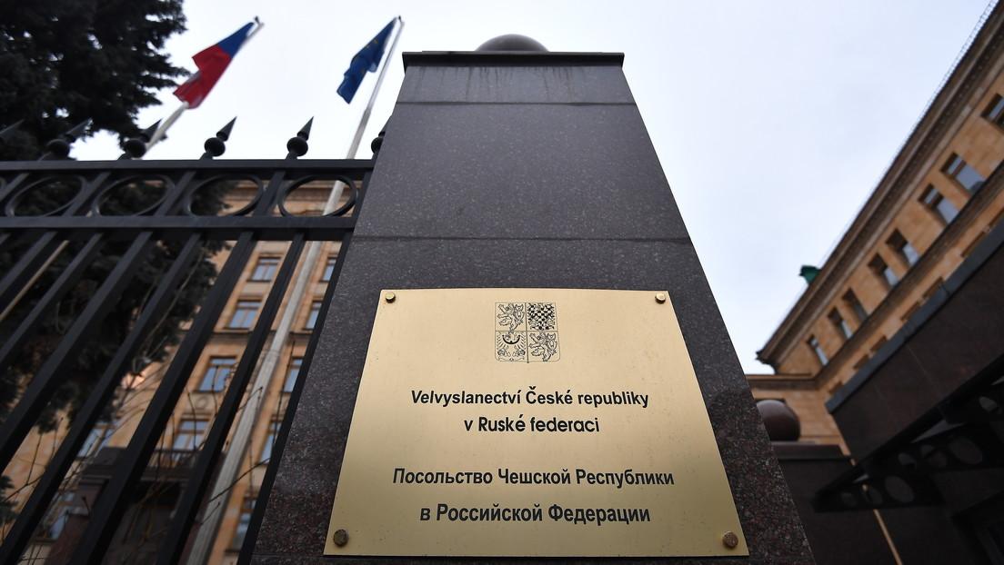 Moscú declara personas no gratas a 20 empleados de la Embajada de la República Checa