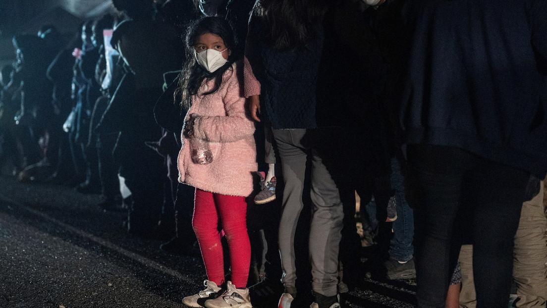 """Biden cierra una instalación para niñas migrantes poco después de su apertura, en medio de informes de condiciones """"insoportables"""""""
