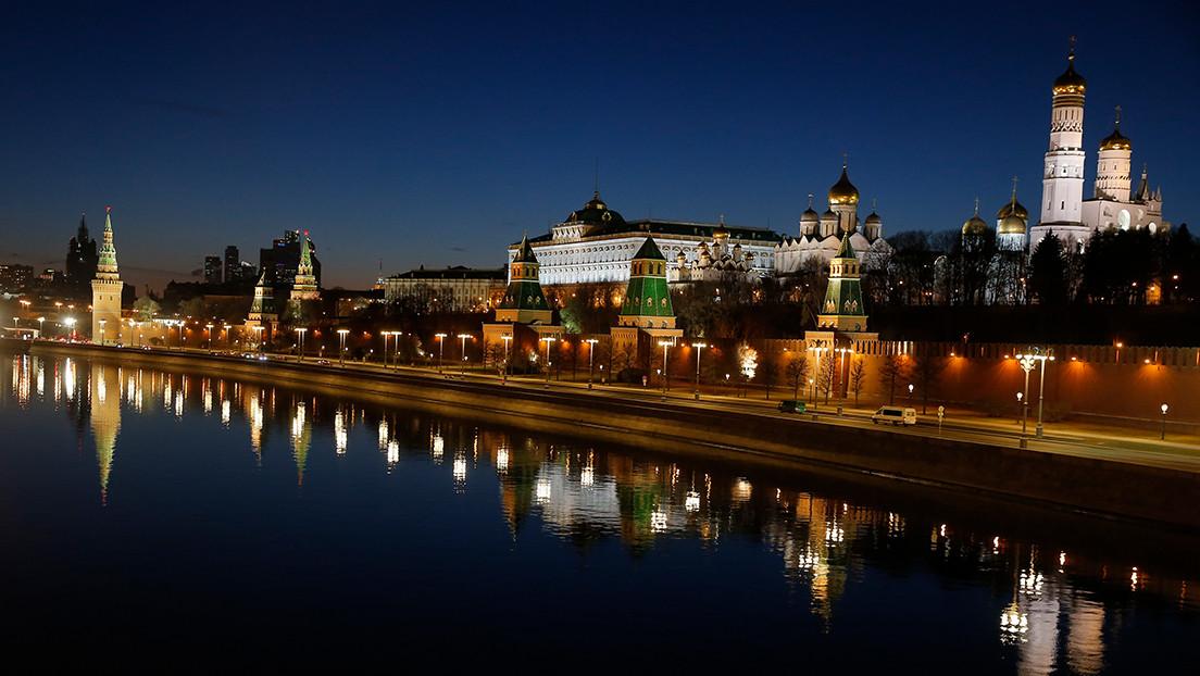 """República Checa intenta con """"sus acciones imprevisibles"""" parecerse a EE.UU., afirma el Kremlin en medio de las tensiones con Praga"""
