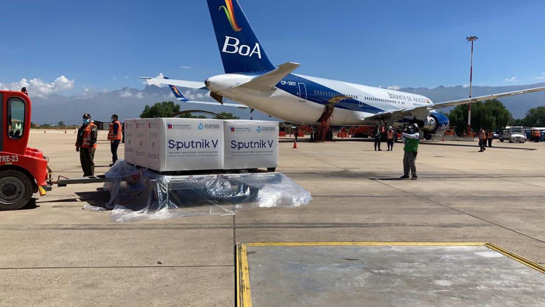 Aterriza en Bolivia un avión con 200.000 dosis de la vacuna Sputnik V contra el coronavirus