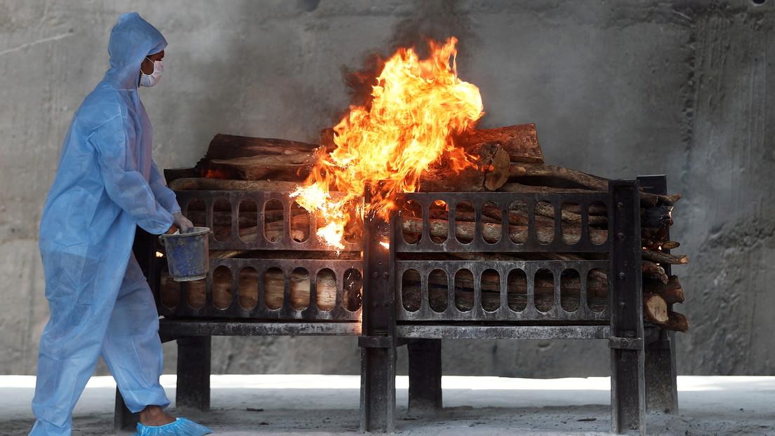 """""""No había visto tantos cadáveres"""": Los hornos se funden en los crematorios indios por exceso de muertos del covid-19"""