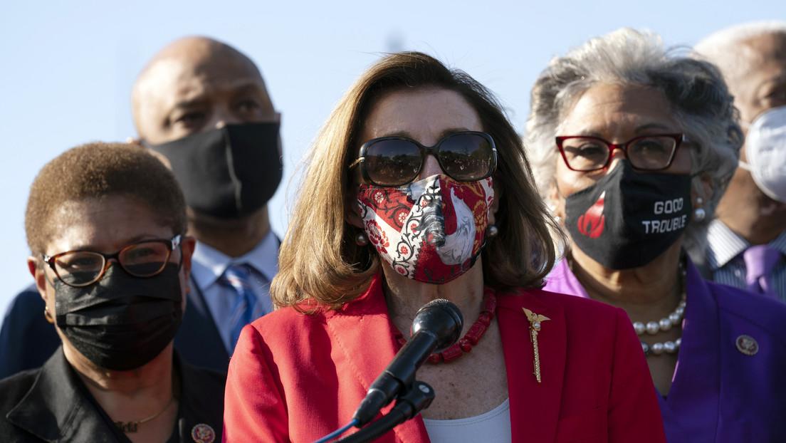 """Nancy Pelosi agradece a George Floyd por """"sacrificar"""" su vida por la justicia y enfrenta duras críticas"""