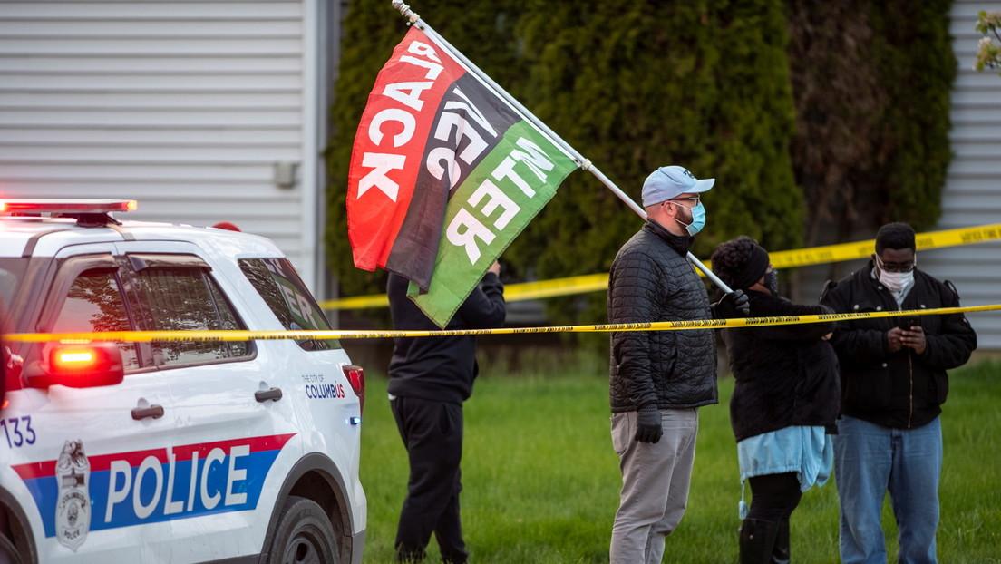 Una cámara corporal muestra a un policía matando a tiros a una afroamericana de 16 años el mismo día del anuncio del veredicto contra Derek Chauvin